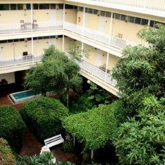 Отель Feung Nakorn Balcony Rooms & Cafe Бангкок