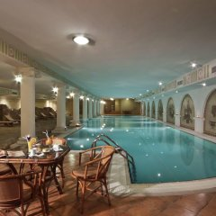 Отель Рамада Пловдив Тримонциум бассейн