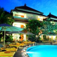 Отель White Rose Kuta Resort, Villas & Spa бассейн фото 2