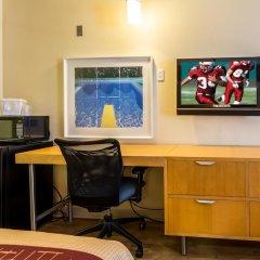 Отель Red Roof Inn Tulare - Downtown/Fairgrounds удобства в номере