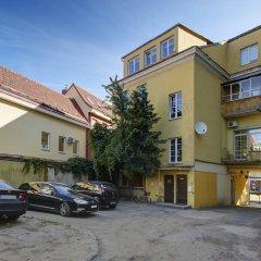 Отель German 18 - Luxury Vilnius Apartment Литва, Вильнюс - отзывы, цены и фото номеров - забронировать отель German 18 - Luxury Vilnius Apartment онлайн парковка
