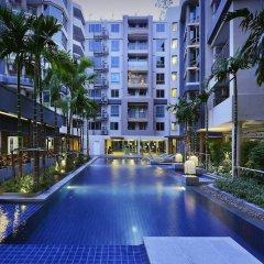 Отель Locals Sathorn Siamese Nang Linchee Бангкок бассейн