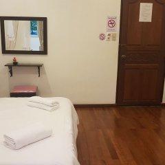 Отель Nawaporn Place Guesthouse Пхукет удобства в номере
