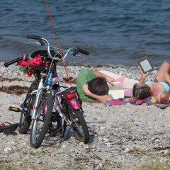 Отель Ajstrup Beach Camping & Cottages Дания, Орхус - отзывы, цены и фото номеров - забронировать отель Ajstrup Beach Camping & Cottages онлайн спортивное сооружение