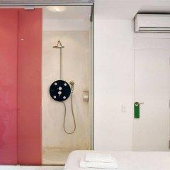 Отель Chic & Basic Tallers Барселона сейф в номере