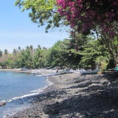 Отель Mimpi Resort Tulamben Dive and Spa пляж фото 2