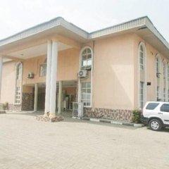 Отель Banilux Guest House Нигерия, Лагос - отзывы, цены и фото номеров - забронировать отель Banilux Guest House онлайн парковка