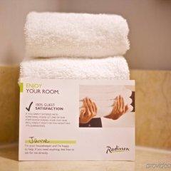 Отель Radisson Hotel Toronto East Канада, Торонто - отзывы, цены и фото номеров - забронировать отель Radisson Hotel Toronto East онлайн ванная фото 2