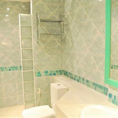 Отель Corner 1 Bedroom Condo Паттайя ванная