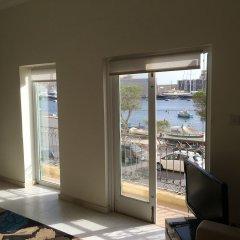 Апартаменты Senglea Seafront Apartment комната для гостей фото 4
