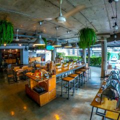 Отель The Warehouse Bangkok гостиничный бар