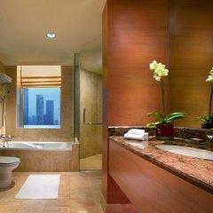 Отель Pullman Kuala Lumpur City Centre Hotel & Residences Малайзия, Куала-Лумпур - отзывы, цены и фото номеров - забронировать отель Pullman Kuala Lumpur City Centre Hotel & Residences онлайн ванная фото 2
