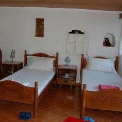 Отель Guesthouse Alvaro Kadiu Стандартный номер фото 10