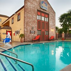 Отель Best Western Plus Raffles Inn & Suites бассейн фото 3