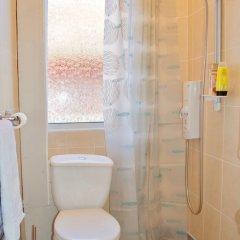 Отель Bright And Modern 1 Bedroom Flat Великобритания, Эдинбург - отзывы, цены и фото номеров - забронировать отель Bright And Modern 1 Bedroom Flat онлайн ванная фото 2