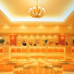 Clifford Golden Lake Hotel интерьер отеля