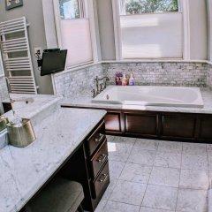Отель 140 12th ST SE House 3 Bedrooms 2.5 Bathrooms Apts США, Вашингтон - отзывы, цены и фото номеров - забронировать отель 140 12th ST SE House 3 Bedrooms 2.5 Bathrooms Apts онлайн ванная фото 2