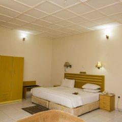 Отель EEMJM Hotels and Suites Limited сейф в номере
