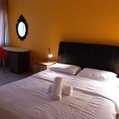 Отель Orange Pekoe Guesthouse Малайзия, Куала-Лумпур - отзывы, цены и фото номеров - забронировать отель Orange Pekoe Guesthouse онлайн комната для гостей фото 5