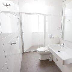 Отель Bunk Backpackers ванная