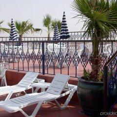 Отель Winchester Grand Hotel Apartments ОАЭ, Дубай - отзывы, цены и фото номеров - забронировать отель Winchester Grand Hotel Apartments онлайн бассейн фото 2
