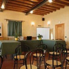 Отель Tenuta Le Sorgive Agriturismo Сольферино гостиничный бар