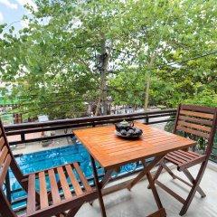 Отель Hoa Thu Homestay Хойан балкон