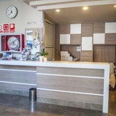 Отель Apartamentos Loar Ferreries интерьер отеля