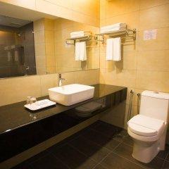 Отель Prescott Hotel KL Medan Tuanku Малайзия, Куала-Лумпур - 1 отзыв об отеле, цены и фото номеров - забронировать отель Prescott Hotel KL Medan Tuanku онлайн ванная