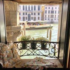 Отель La Felice Canal Grande Италия, Венеция - отзывы, цены и фото номеров - забронировать отель La Felice Canal Grande онлайн балкон