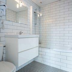 Отель Au Patio Morand Франция, Лион - отзывы, цены и фото номеров - забронировать отель Au Patio Morand онлайн ванная
