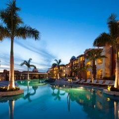 Отель Hacienda Encantada Resort & Residences бассейн