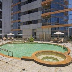 Отель DoubleTree by Hilton Hotel and Residences Dubai Al Barsha ОАЭ, Дубай - 1 отзыв об отеле, цены и фото номеров - забронировать отель DoubleTree by Hilton Hotel and Residences Dubai Al Barsha онлайн бассейн фото 2