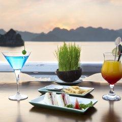 Отель Aphrodite Cruises гостиничный бар