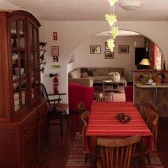 Отель Quatro SÓis Guesthouse Мафра гостиничный бар