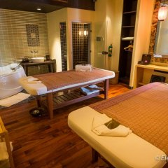 Отель Sareeraya Villas & Suites спа