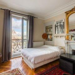 Отель Overlooking the Seine on Ile de la Cite Париж комната для гостей фото 3