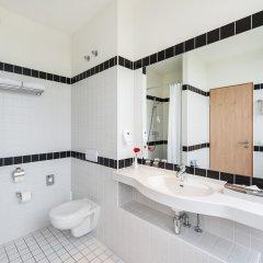 Отель AZIMUT Hotel Munich Германия, Мюнхен - 10 отзывов об отеле, цены и фото номеров - забронировать отель AZIMUT Hotel Munich онлайн ванная фото 2