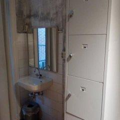 Отель Amsterdam Hostel Centre Нидерланды, Амстердам - отзывы, цены и фото номеров - забронировать отель Amsterdam Hostel Centre онлайн ванная