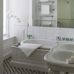 Отель Chateau Hotel and Spa Grand Barrail Франция, Сент-Эмильон - отзывы, цены и фото номеров - забронировать отель Chateau Hotel and Spa Grand Barrail онлайн ванная фото 2