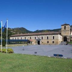 Отель Parador De Cangas De Onis Кангас-де-Онис приотельная территория