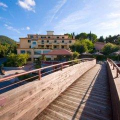 Hotel La Perla Del Golfo Проччио приотельная территория