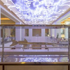 Отель The Ritz-Carlton, Dubai International Financial Centre ОАЭ, Дубай - 8 отзывов об отеле, цены и фото номеров - забронировать отель The Ritz-Carlton, Dubai International Financial Centre онлайн интерьер отеля фото 2