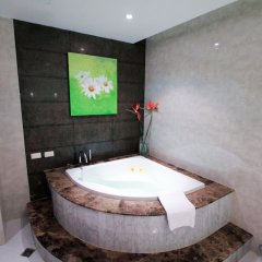 Отель Petals Inn Бангкок бассейн