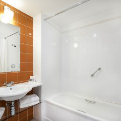 Отель Cork Airport Hotel Ирландия, Корк - отзывы, цены и фото номеров - забронировать отель Cork Airport Hotel онлайн ванная