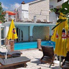 Отель Villa Golf Черногория, Будва - отзывы, цены и фото номеров - забронировать отель Villa Golf онлайн бассейн фото 2