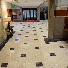 Gateway Hotel and Conference Center интерьер отеля