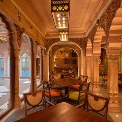 Отель WelcomHeritage Haveli Dharampura интерьер отеля фото 2