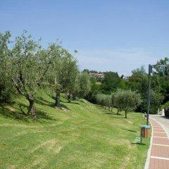 Отель Montecolo Resort Манерба-дель-Гарда приотельная территория фото 2