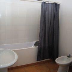 1 of Us Hostel Понта-Делгада ванная